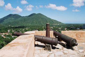 cañones de fuego del castillo de pampatar